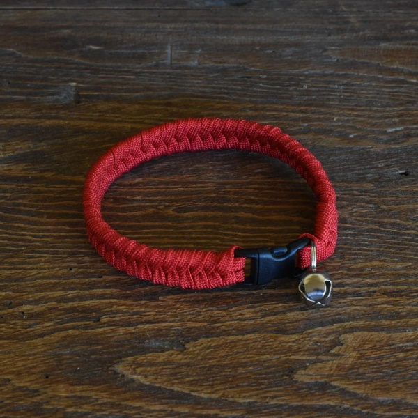 Knots 4 Kritters - fishtail weave 1 color paracord cat collar
